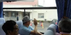 男性バス旅行