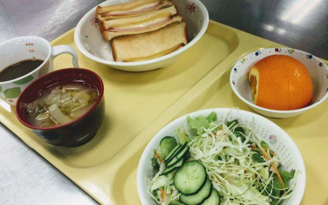 クロックムッシュとオレンジ&サラダ