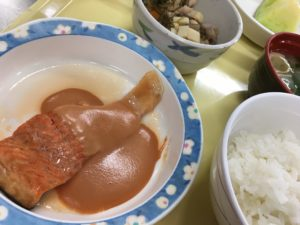 紅鮭のワイン蒸しと五目煮豆&メロン